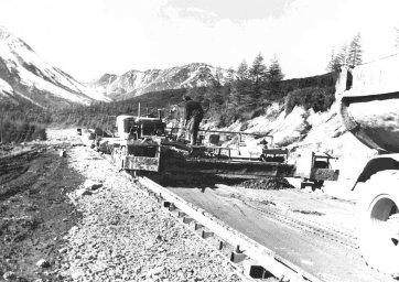 1980 год. Палаткинские дорожники на Карамкенском перевале